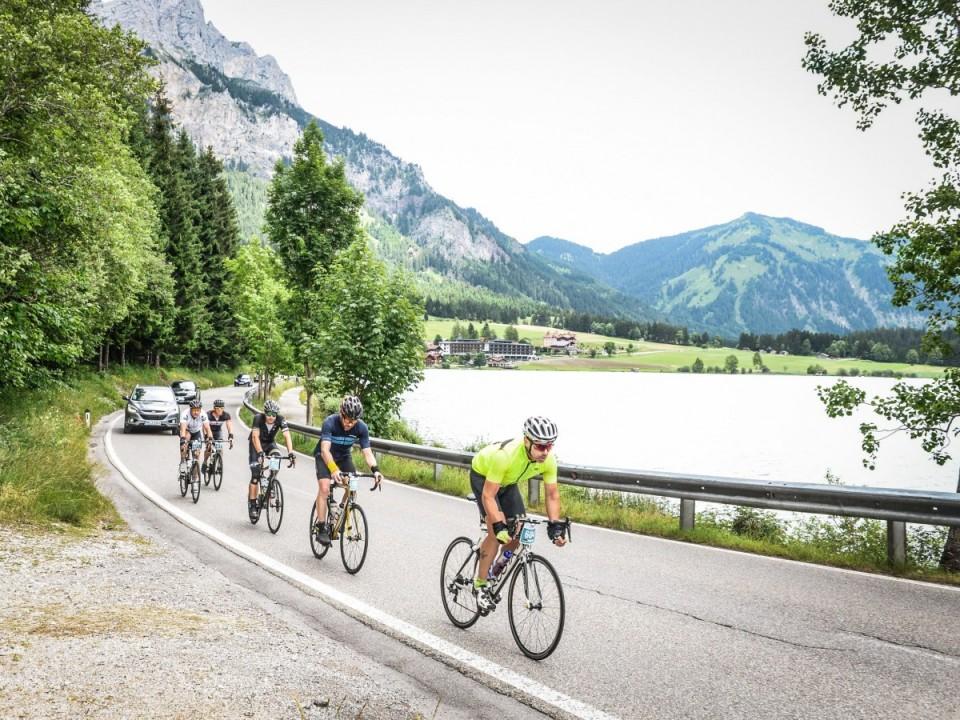 Rennradfahrer am Haldensee